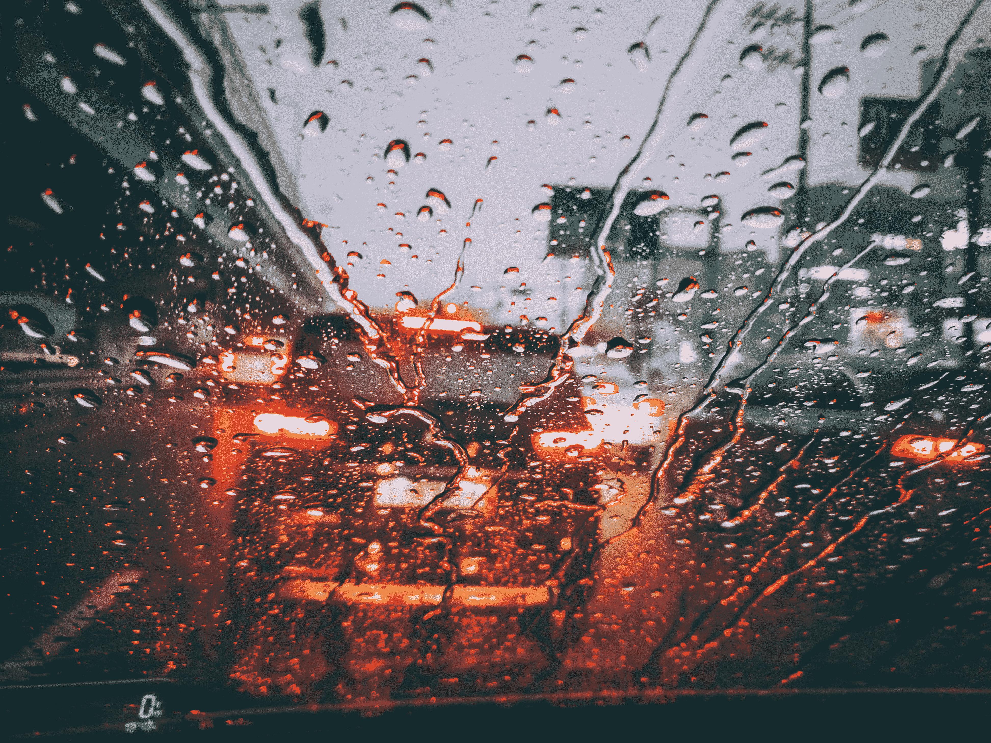 Berkendara Aman di Musim Hujan dan Banjir OTR.id