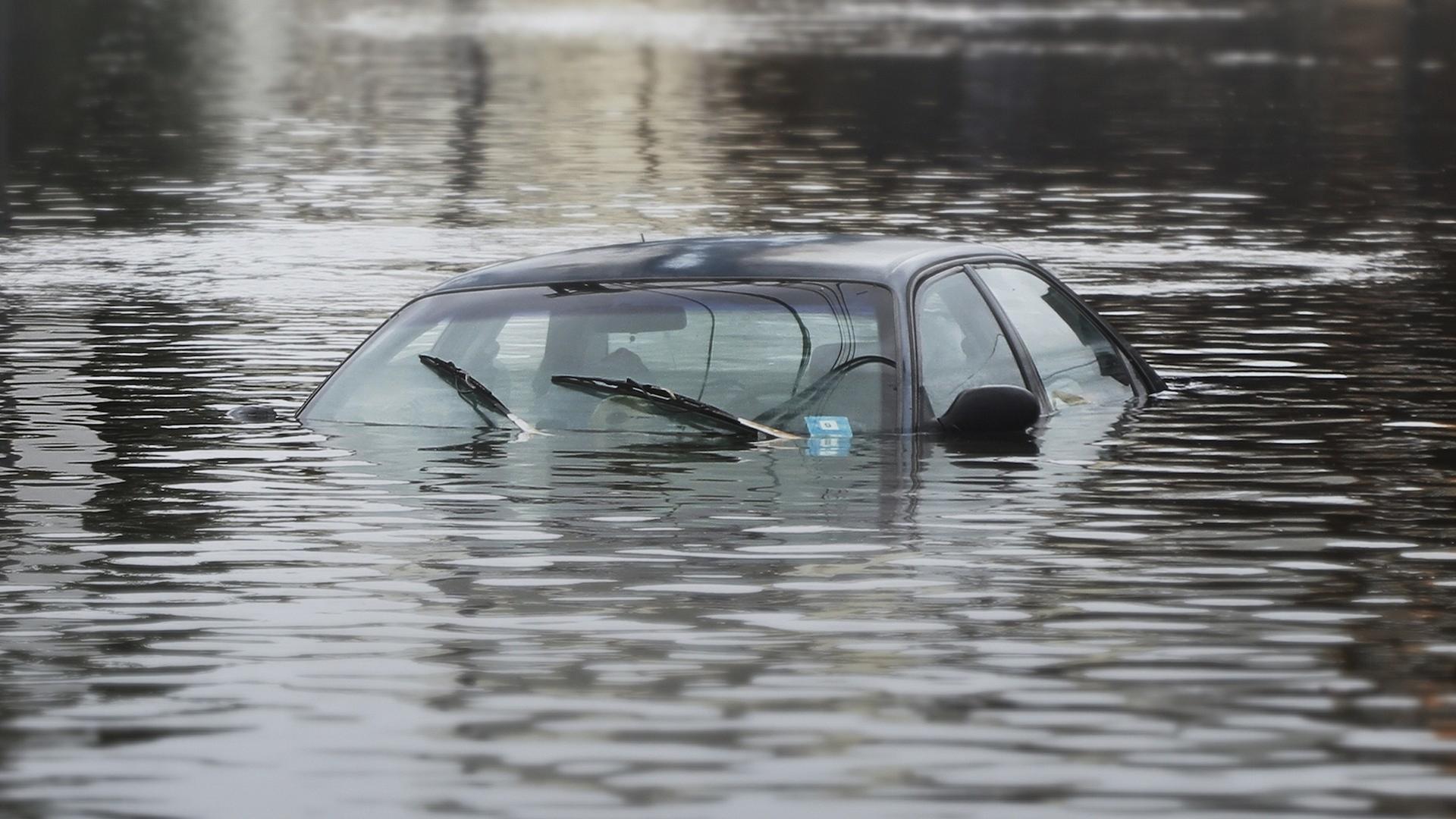 Lalu bagaimana Jika Mobil Sudah Terendam Banjir? OTR.id