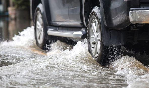 Waspada Banjir, Inilah Pilihan Mobil Anti Banjir OTR.id